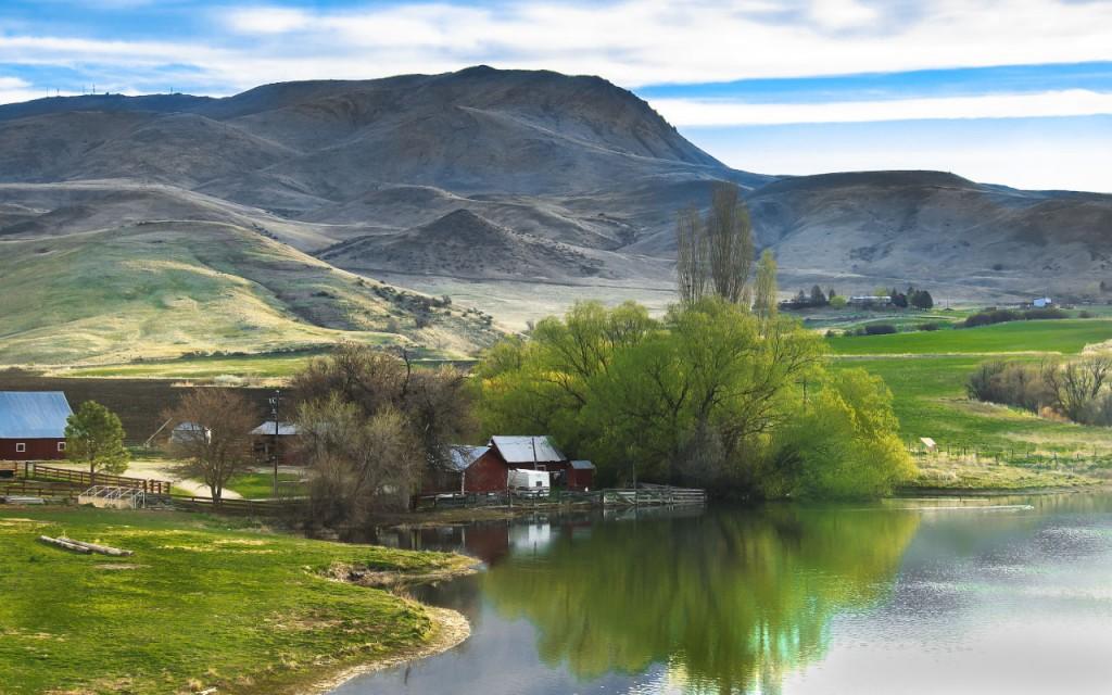 Squaq-Butte-and-River